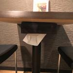 SAKURA BROWN - テーブル下にティッシュ完備!