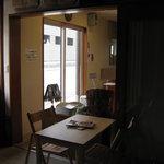 ぱんやベッキー - イートインスペースあり。2卓8席