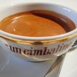 カフェ emo. エスプレッソ - エスプレッソドッピオ リチャード・ジノリのラ・チンパリのカップで!