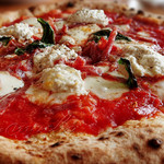ラ フォルトゥーナ - だいわファームのリコッタチーズとサラミのピザ