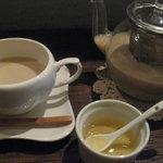 chinese cafe 茶林香 - 雲南ジンジャーミルクティーwithはちみつ