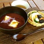 由布院 鞠智 - 【カフェ】春秋冬限定。自家炊きの甘さ控え目のぜんざいです。お飲み物と一緒にどうぞ。付け合わせ付き。