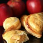 由布院 鞠智 - 【カフェ】手作りのアップルパイです。さくさくの生地にごろっと入った角切りリンゴが絶品。