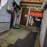 近江町食堂 - 入口への通路