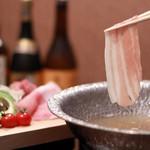 しゃぶしゃぶと島豚料理 みなみ - キビまる豚をシンプルに、そして贅沢に味わための「しゃぶしゃぶ」