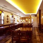 印度料理シタール - 明るい店内は45席。