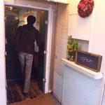 トウキョウ サロナード カフェ ダブ - 怪しげな扉をオープン!