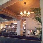 トウキョウ サロナード カフェ ダブ - ここがかつてストリップ劇場だったとは…
