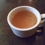 トウキョウ サロナード カフェ ダブ - まずはスープをゴックン