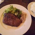 トウキョウ サロナード カフェ ダブ - 本日の日替わりはビーフステーキ はちみつにんにく醤油ソースでした