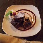トウキョウ サロナード カフェ ダブ - ひとくちデザートの大人のブラウニーでございます