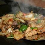 名古屋もつ焼き ひとすじ - 鉄板まぜ味噌和牛生ホルモン焼き ホルモンうどん焼きシメ ホルモン焼き飯 ホルモン焼きうどん