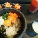 韓国料理HANA - 石焼ビビンバ、辛味ないです。