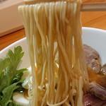 極汁美麺 umami - 「地鶏醤油」の麺のアップ