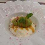 ビストロ ダイア - ココナッツのパンナコッタと桜風味の抹茶アイス