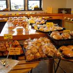 Bakery Genki - 比較的お手ごろなパンがズラリ