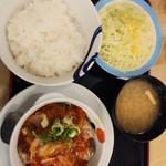 松屋 - ごろごろチキンのチリソース定食650円が期間限定ご飯大盛り無料全景