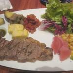 104010425 - スペイン料理盛り合わせ、自家熟成牛のサーロイン Josper炭火焼き +¥216