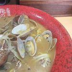 北海道らーめん 北の恵み - 新鮮なあさりをたっぷりとトッピングした味噌ラーメンです。
