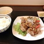 四川麻婆専家 辣辣 - 油淋鶏セット  ご飯が少し硬め  麻婆豆腐をかけるのがしっくりくる塩梅でこれまた旨い♩♩♩