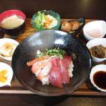 104016899 - 【ランチ】 マグロとサーモンの海鮮丼