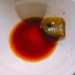 麺や すずらん亭 - ソースにハラペーニョ