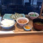 Gyouzatonikomisakanayasushishin - 餃子定食