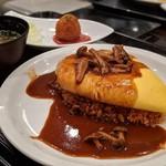 洋食家ロンシャン - 洋食屋さんのとろとろオムライスセット