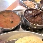 バングラッシー - ヨーグルトカレーとチキンカレー