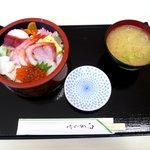 地魚食道 瓢 - 海鮮ちらし \1,000