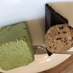 カミノコーヒー - ケーキセットのケーキ 抹茶ムースとガトーショコラ