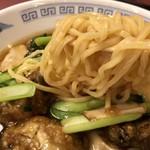中国料理 小花 - 麺は中太縮れ麺