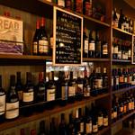 八丁堀ワイン食堂パパン - ワイン棚