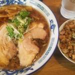 八屋 - 醤油らーめん(並)+半チャーライ 720円+180円