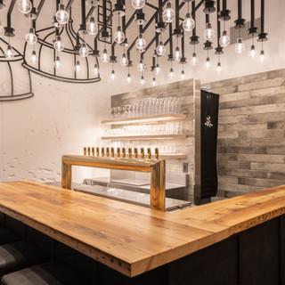 伝統的手法や自然素材、印象的な照明などデザイン性溢れる空間