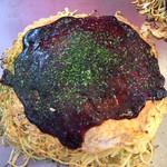 鉄板居酒屋 大ちゃん - お好み焼き 餅チーズ1080円(お餅とチーズは中に入ってます)