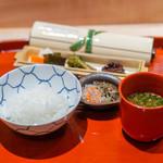 与志福 - 土鍋ご飯 鰻の山椒煮 じゃこ 香の物 赤出汁