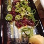 目利きの銀次 - 炙り鯨刺しのねぎ塩ごま油・598円