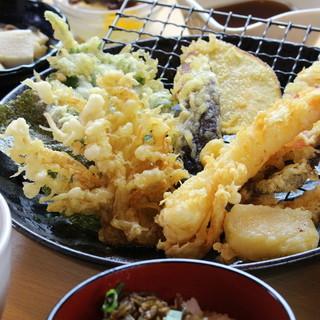 うどんに天ぷら、デザートまで!≪天ぷら御膳≫は人気No.1