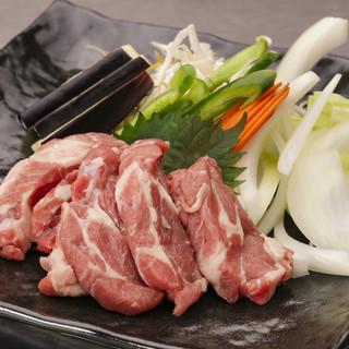 クセのない上質なラム肉を、北海道から直送で仕入れて使用