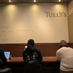 タリーズコーヒー - その他写真:2019/03 奥の壁側のカウンター席にも電源コンセント設備