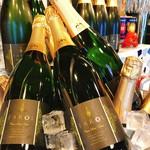 スペインバルFarol - スペイン、バレンシアのワイナリーから買い付けをしてきたFarolカヴァ(スパークリングワイン)