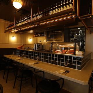 大人の街銀座に馴染む、落ち着いた雰囲気のレストラン
