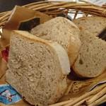 ブラッスリー ジゴ - 自家製パン2種類