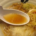 104082251 - スープは鯛干しベースに酒田ではおなじみの煮干・昆布・さば節・かつお節などを使った上品な魚臭さを感じないスープ。
