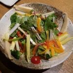 日本酒と個室居酒屋 農家の慶 - 季節の旬菜サラダ