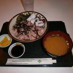 古宇利島カフェ - すき身 島ダコ丼1550円