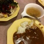 ヴィクトリア ステーション - バイキングのカレーとサラダ&スープ