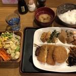 木曽路 - サラダバーセレクト昼定食