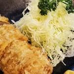 とんかつ 力亭 - 料理写真:ヒレカツ 一口では噛めないほど分厚い!丸々出てくる感じ。 しかもジューシーっ!嗚呼、旨し♥️ これで1600円なんてあり得ない!お得すぎるっ!